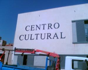 letras-corporeas-macizas-de-aluminio-recortado-forja-centro-cultural