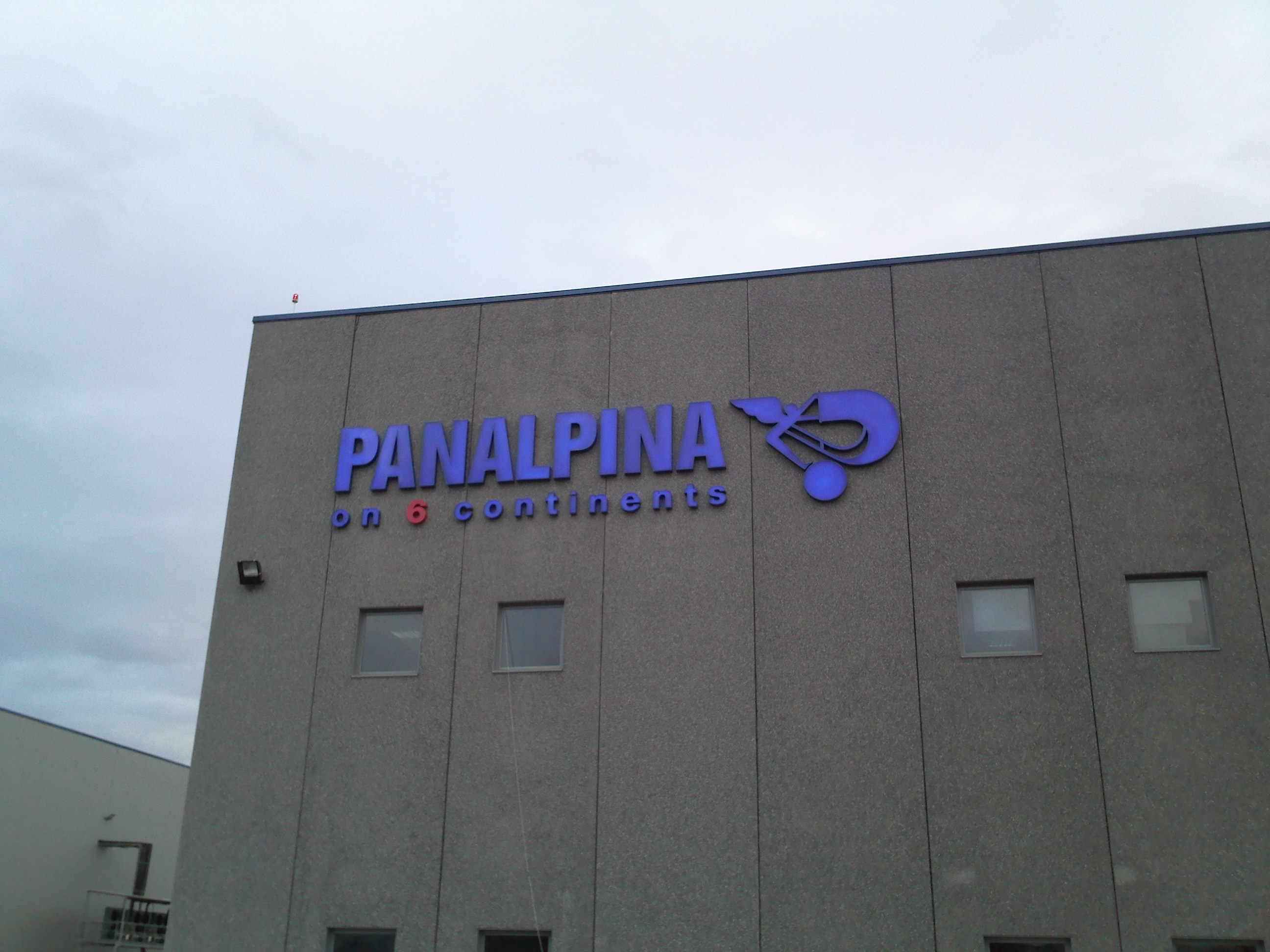 Rótulo con letras corpóreas para Panalpina
