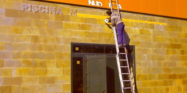 Ayuntamiento de Guardo Palencia,letras corpóreas, fase montaje