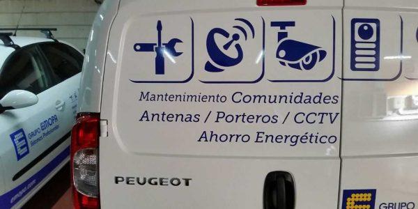 Detalle de iconos sobre carrocería del vehículo en EMOPA Móstoles