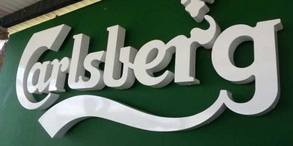 Logo de Carlsberg letras corpóreas en PVC con iluminación posterior